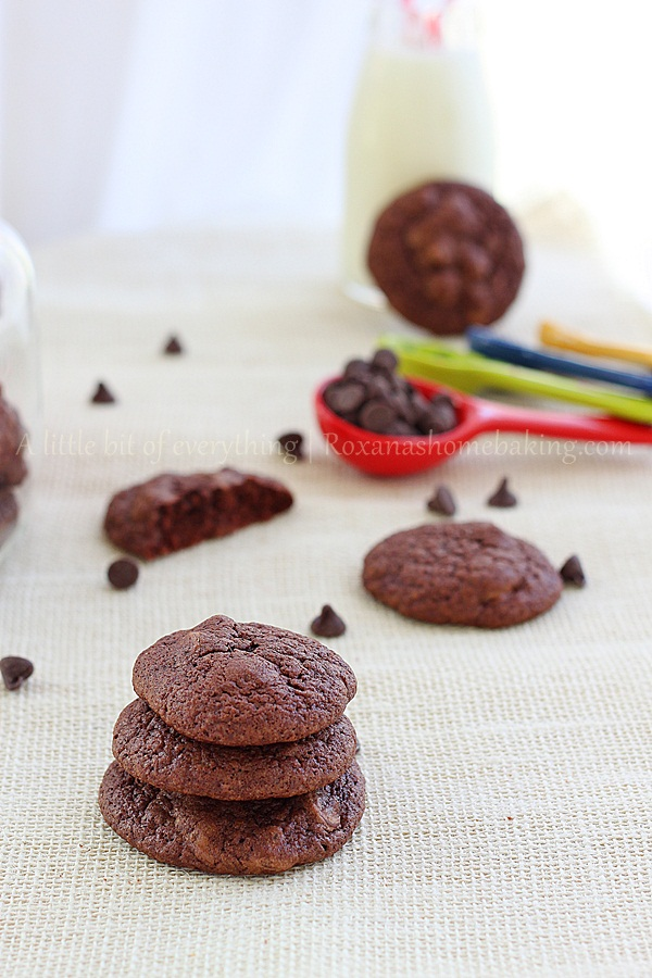 Triple chocolate brownie cookies - Soft, rich and fudgy with just the right amount of sweetness and addictive! It's just like eating a brownie but in a cookie form. Recipe from Roxanashomebaking.com