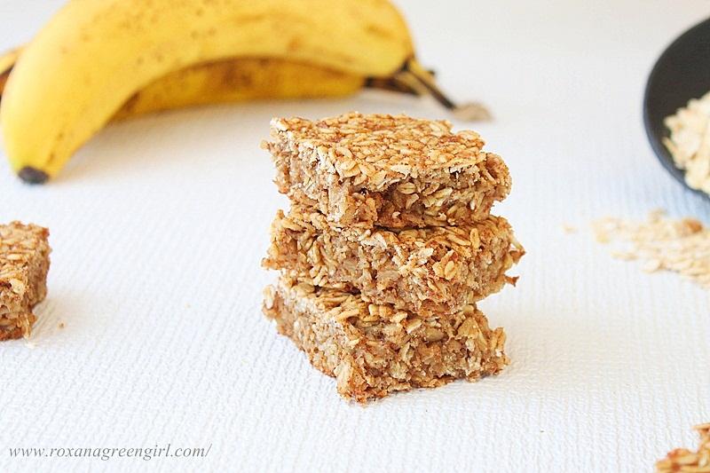 banana oat bars | Roxanashomebaking.com
