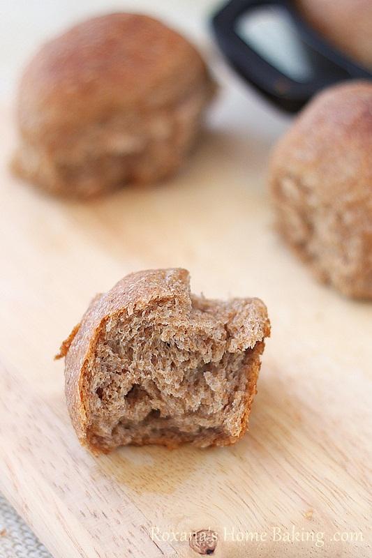 cottage cheese whole wheat dinner rolls | Roxanashomebaking.com