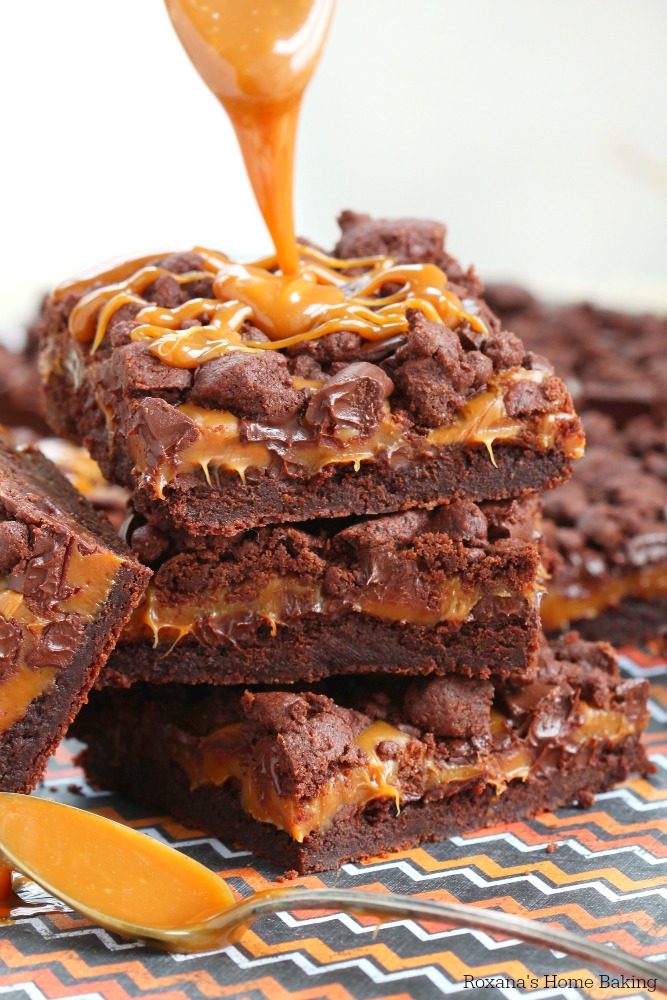 Buttery chocolate cookie topped with ooey gooey caramel and chocolate chunks, these chewy chocolate caramel bars are to die for! Drizzle with more caramel just before serving for the ultimate chocolate caramel treat!