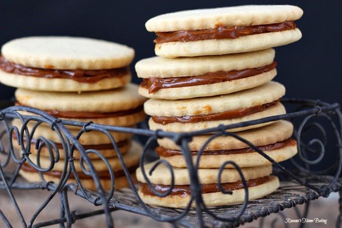 Alfajores - dulce de leche sandwich cookies recipe
