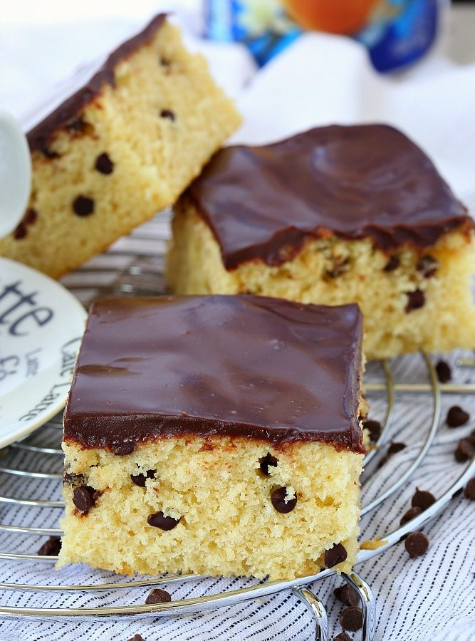 A delightfully easy to make dessert, this chocolate chip cinnamon coffee cake is super soft and tender and is bursting with both cinnamon and vanilla flavors. Coffeein hand or not, this cake is for everyone!