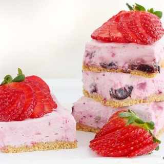 Berry cheesecake bars (skinny and no bake)
