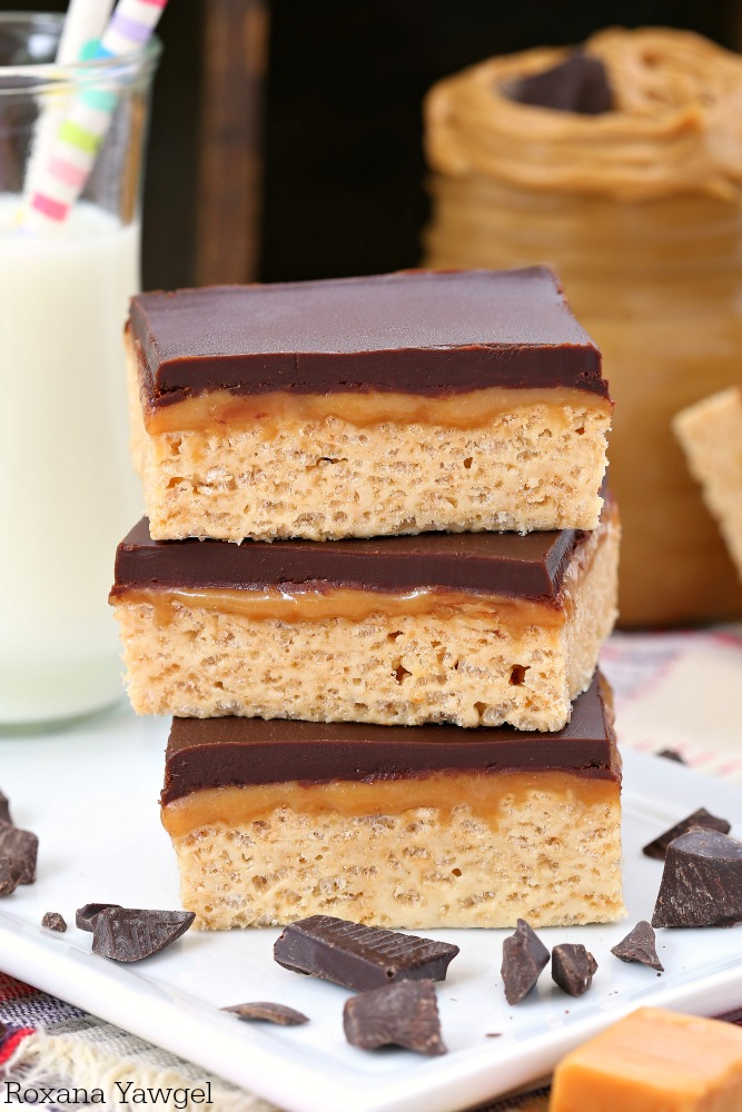 All you need is a handful of ingredients and 20 minutes of your time to make these chewy peanut butter bars topped with a layer of caramel and chocolate ganache. A delicious homemade version of the Whatchamacallit bars!