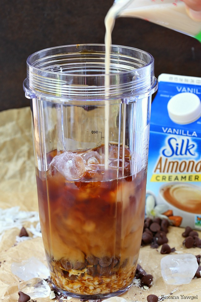 Chocolate, coconut, and almond flavors are bursting in this homemade almond joy iced coffee. Your favorite candy bar now in a refreshing coffee drink.