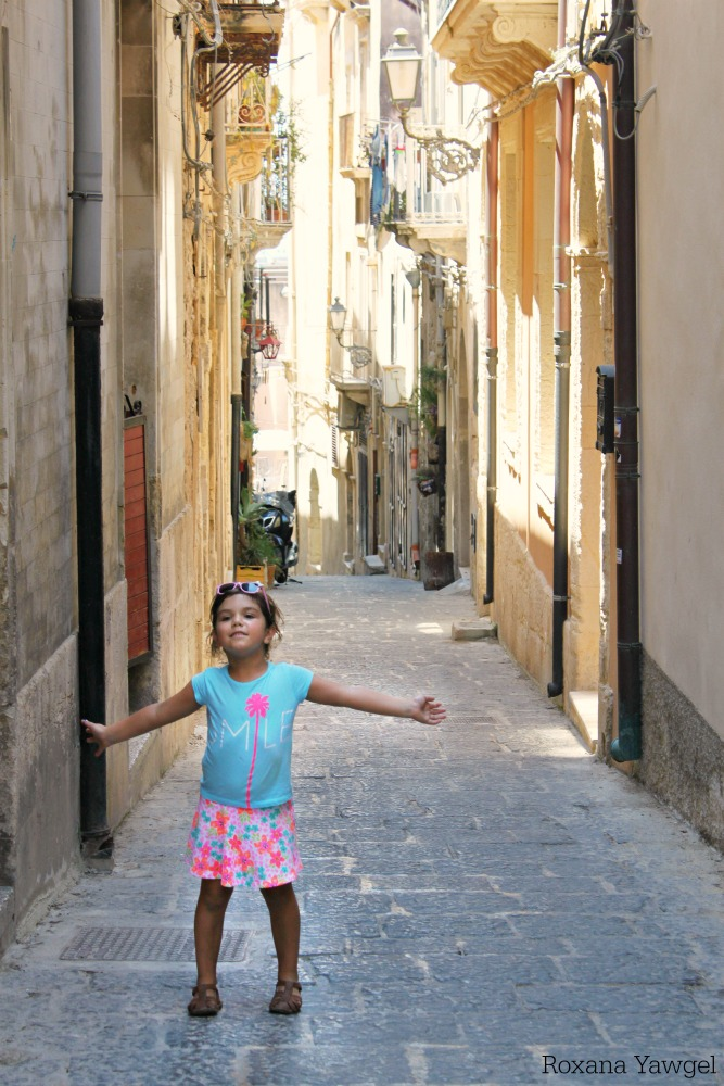 Despite reading lots of travel guides, there were still 10 things I wish I knew before traveling to Sicily for our summer vacation and I'm sharing them all with you.